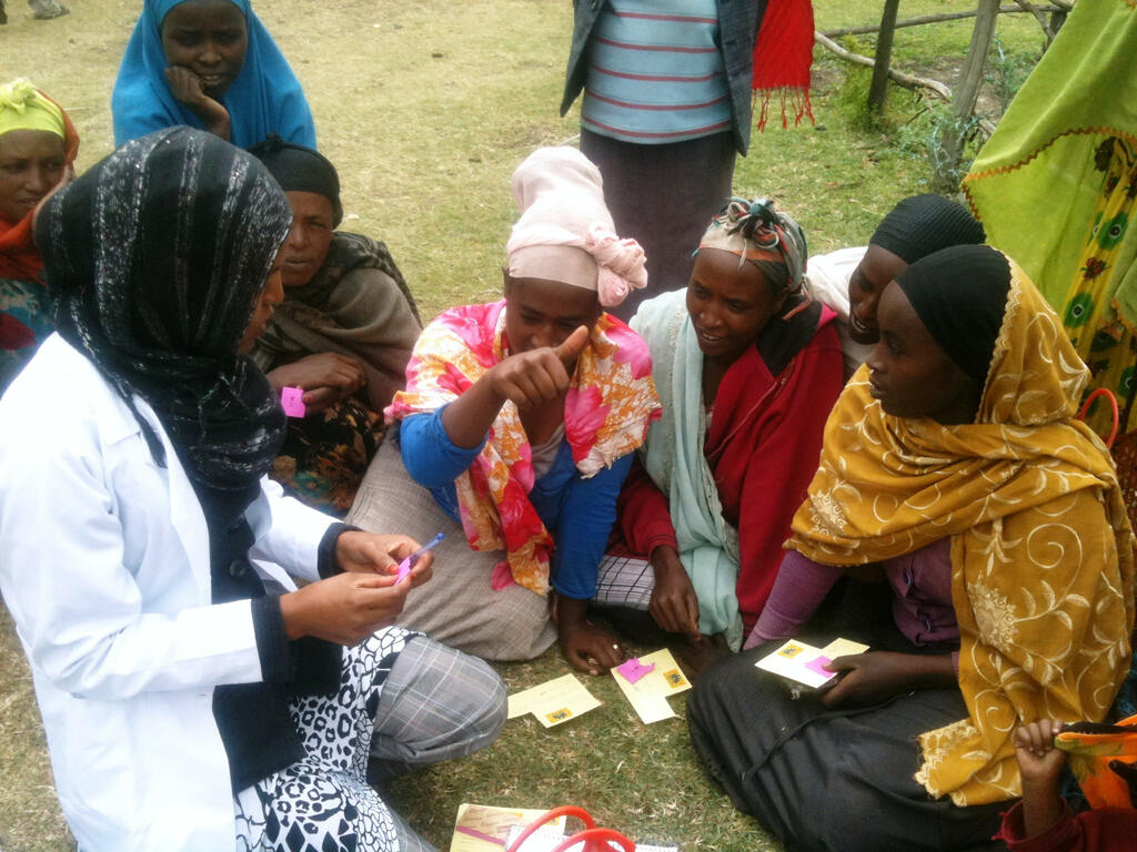 Nurse in Ethiopia counsels women on family planning © DKT Ethiopia CC BY 2.0