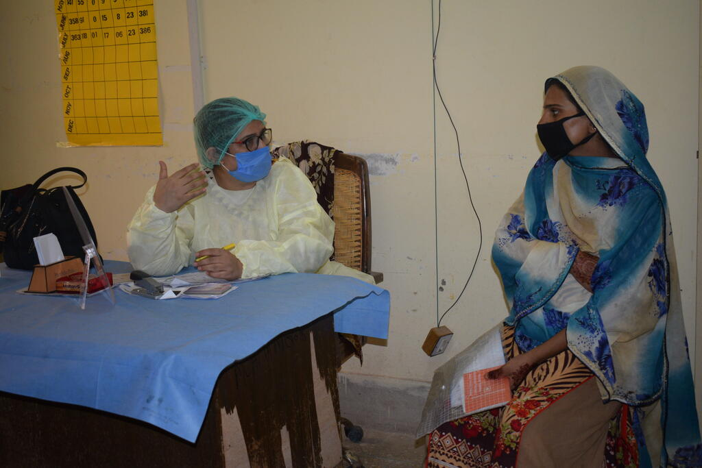 Trained provider counselling client © Pathfinder International - Pakistan